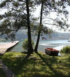 Loving Hut on Lake Klopein